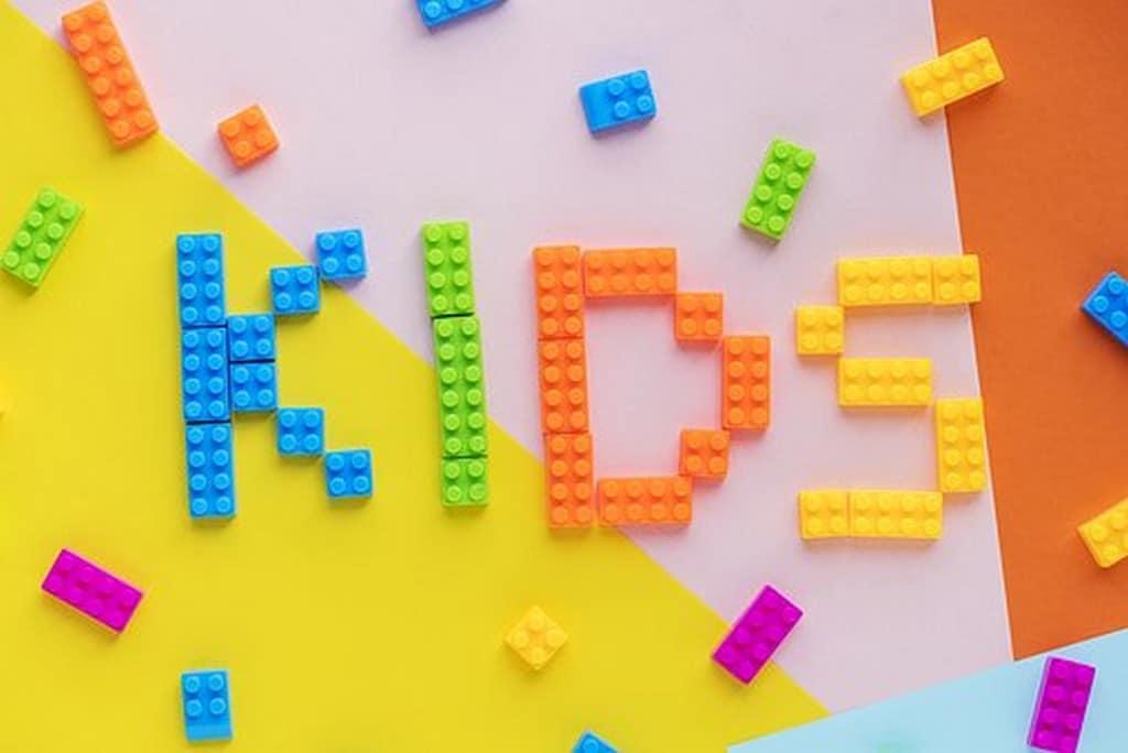Met blokken spelen en legpuzzels maken als voorbereiding op het rekenen