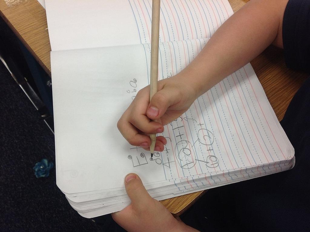 Met de hand schrijven ontwikkelt meer vaardigheden dan alleen schrijven